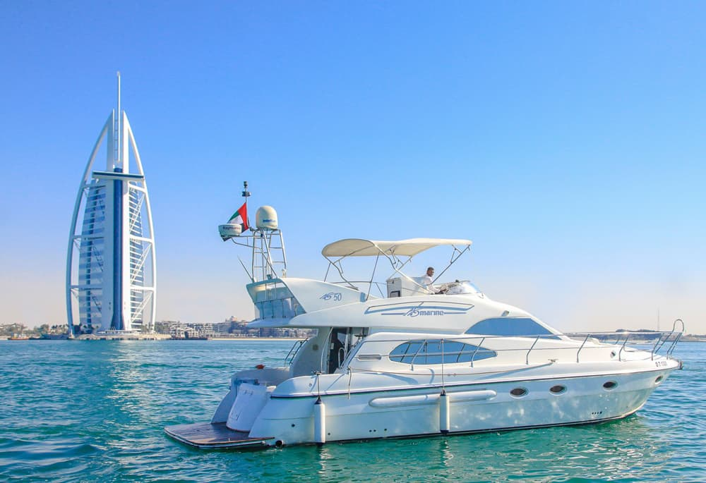 الرحلات البحرية في دبي: تأجير اليخوت