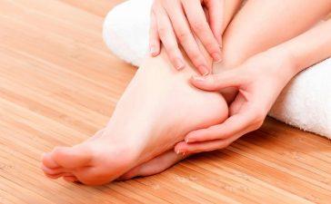 خطوات بسيطة للتخلص من تشقق الأقدام