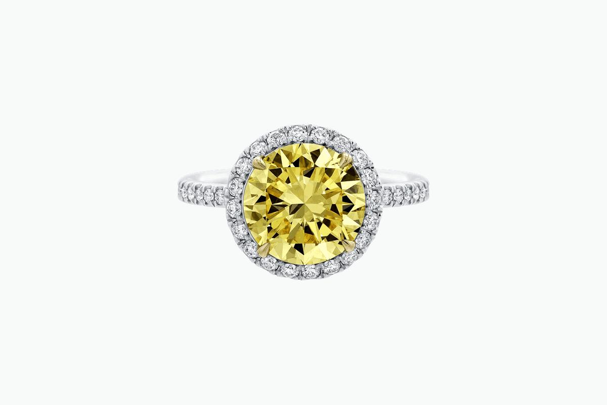 خاتم خطوبة من الماس الأصفر النادر