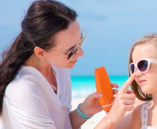 علاج حروق الشمس عند الأطفال