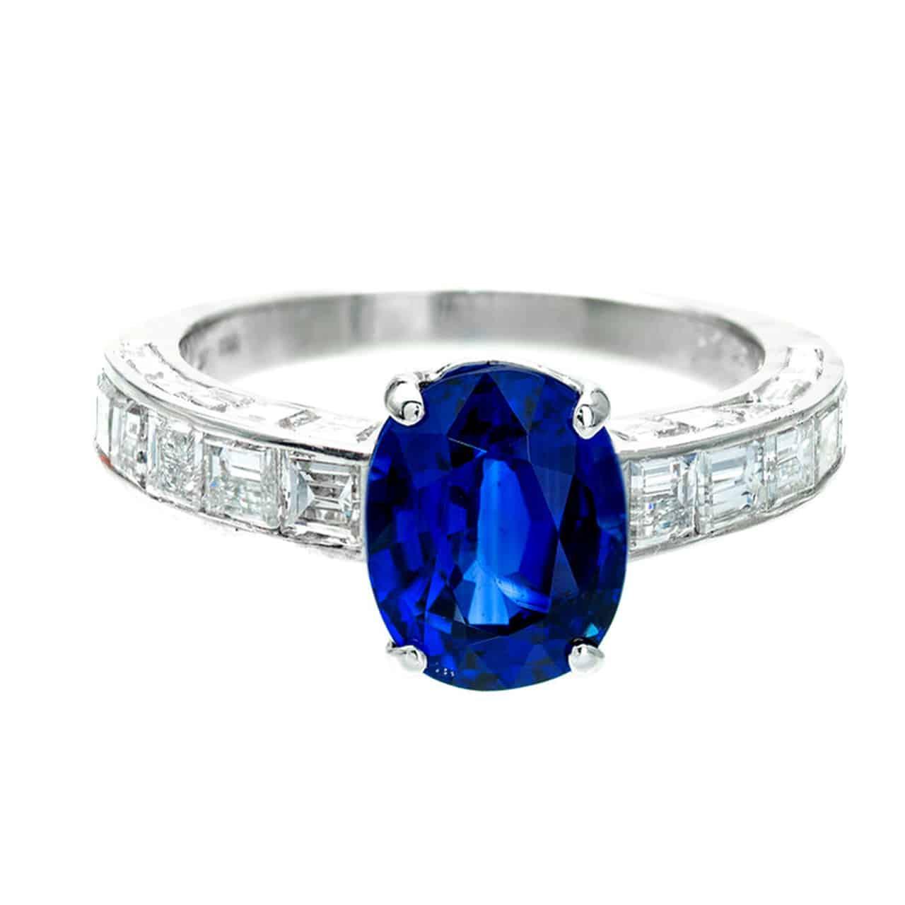 خاتم خطوبة من الياقوت الأزرق