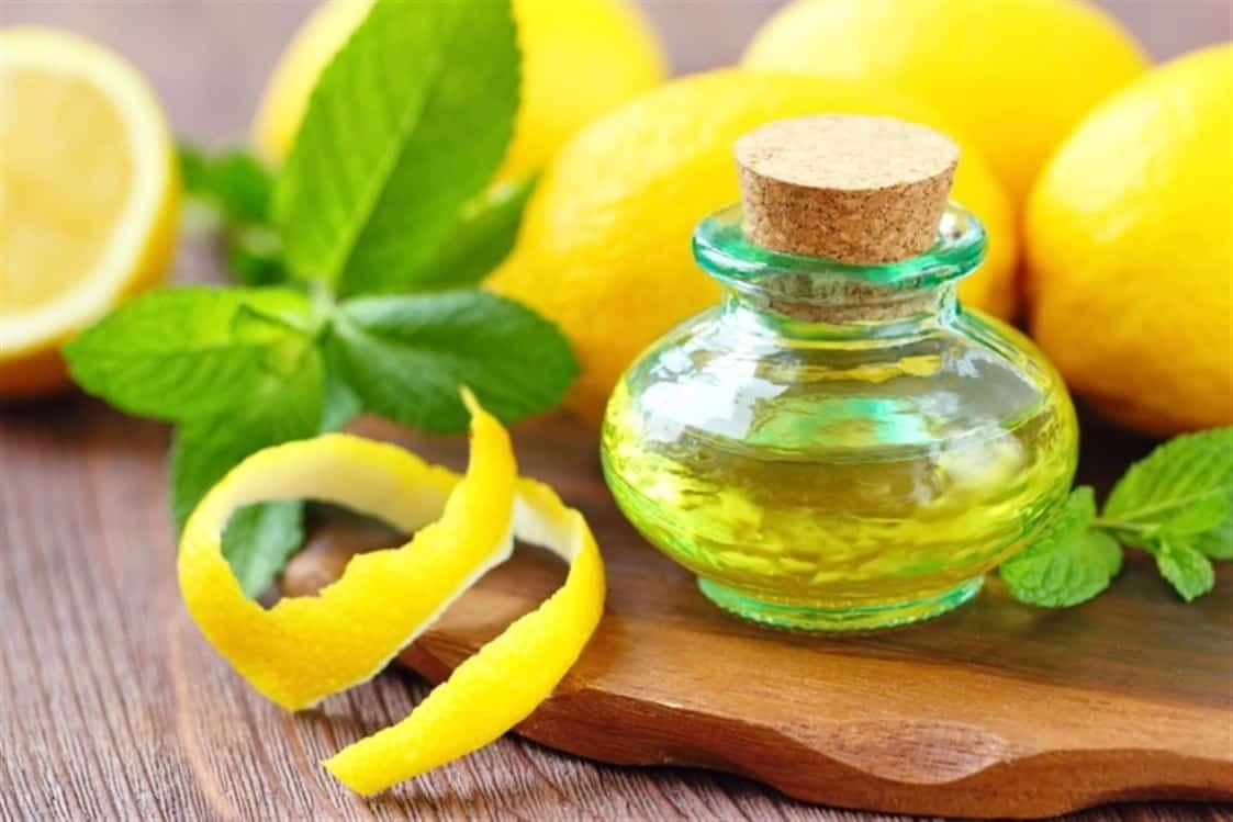 تعرفي على الاستخدامات المنزلية لزيت الليمون العطري