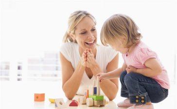 أساليب خاطئة تجعل طفلك لا يستمع لك!