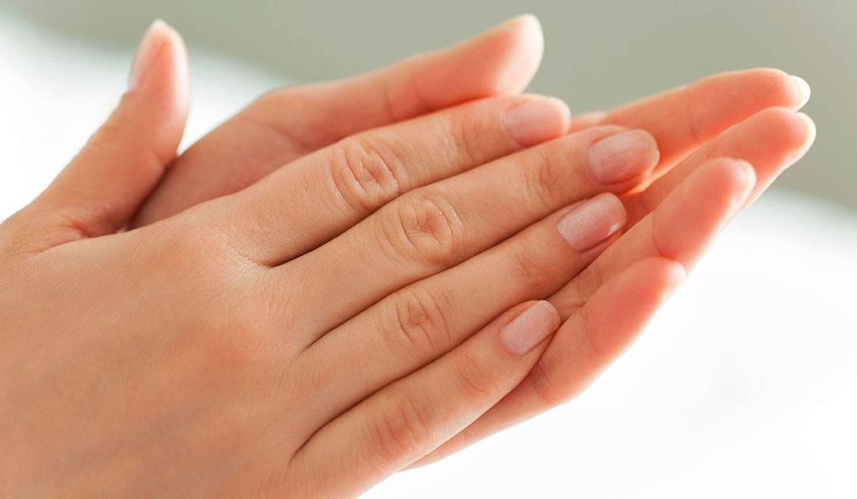 هل تعانين من مسام بشرة اليدين المفتوحة