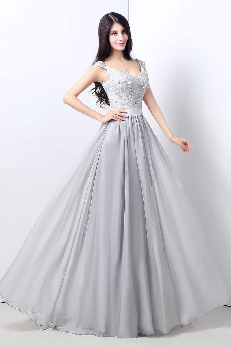 فستان أنيق بنقوش فاخرة