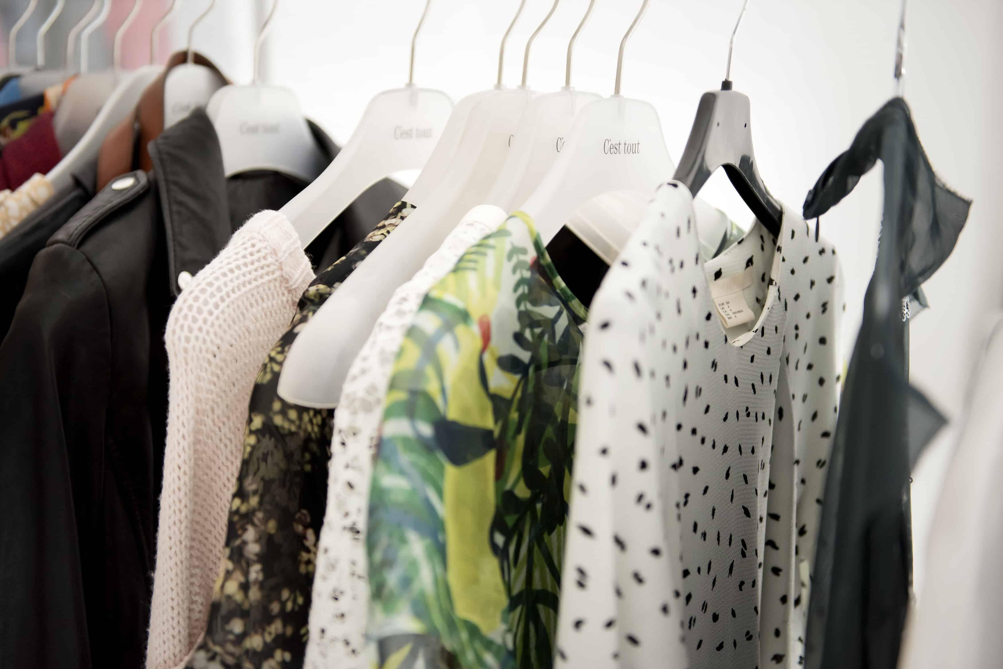 حيل منزلية بسيطة لتعطير دولاب الملابس