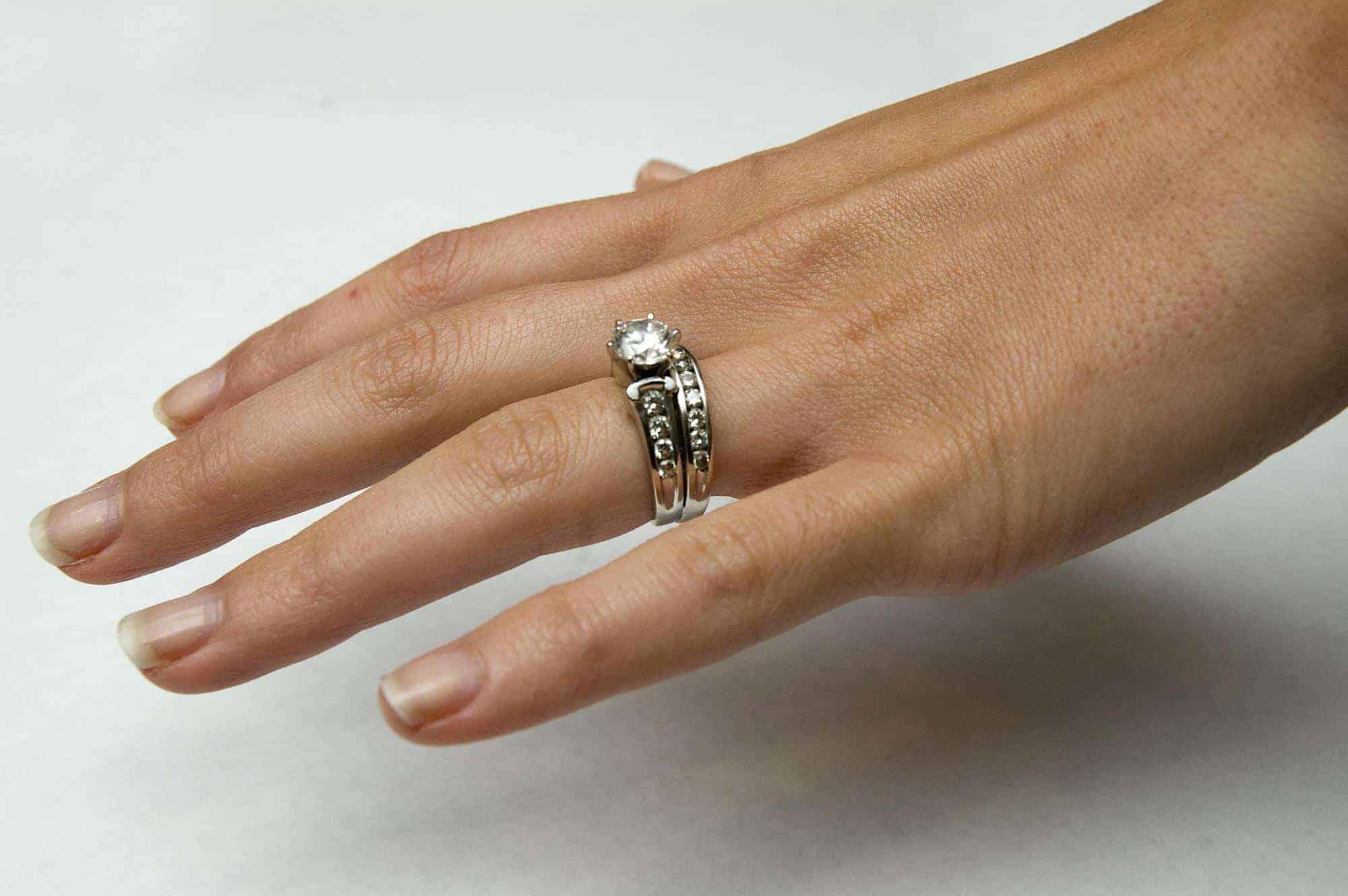 خواتم الزفاف المزدوجة تسيطر على مجوهرات العروس 2020