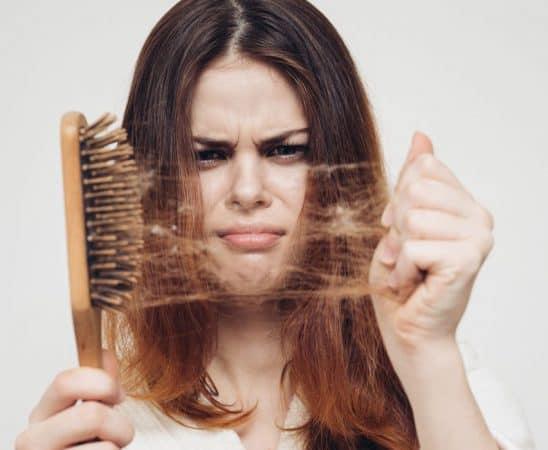 كيف تتعاملين مع تساقط الشعر أثناء الحمل