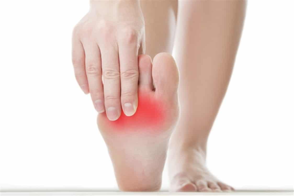 كيفية علاج مسمار القدم بطرق منزلية بسيطة