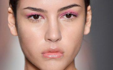 أفكار مكياج باللون الوردي لإطلالة أنثوية وعصرية 2020