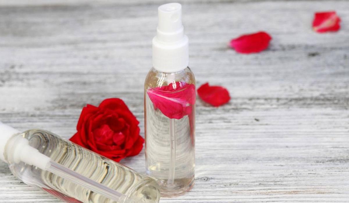 اكتشفي فوائد ماء الورد للبشرة ولن تتخلي عنه بعد الآن!