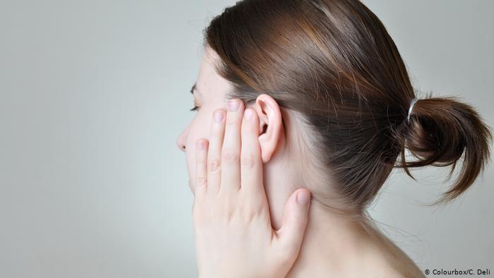 طرق آمنة لتنظيف الأذنين