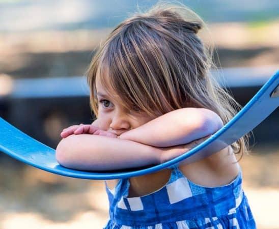 كيف نساعد الطفل على قهر مخاوفه