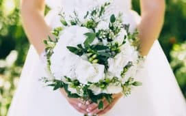 ديكورات أزهار الكرز لحفلات الزفاف ربيع 2020