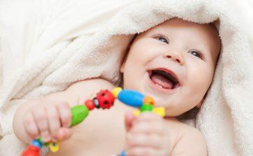 كيف تتصرفين عند ابتلاع الطفل قطع صغيرة؟