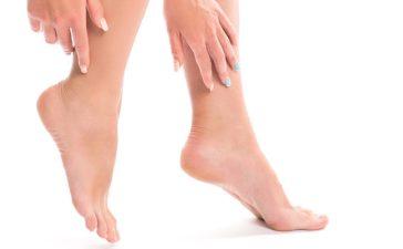 علاج تشقق القدمين في فصل الشتاء