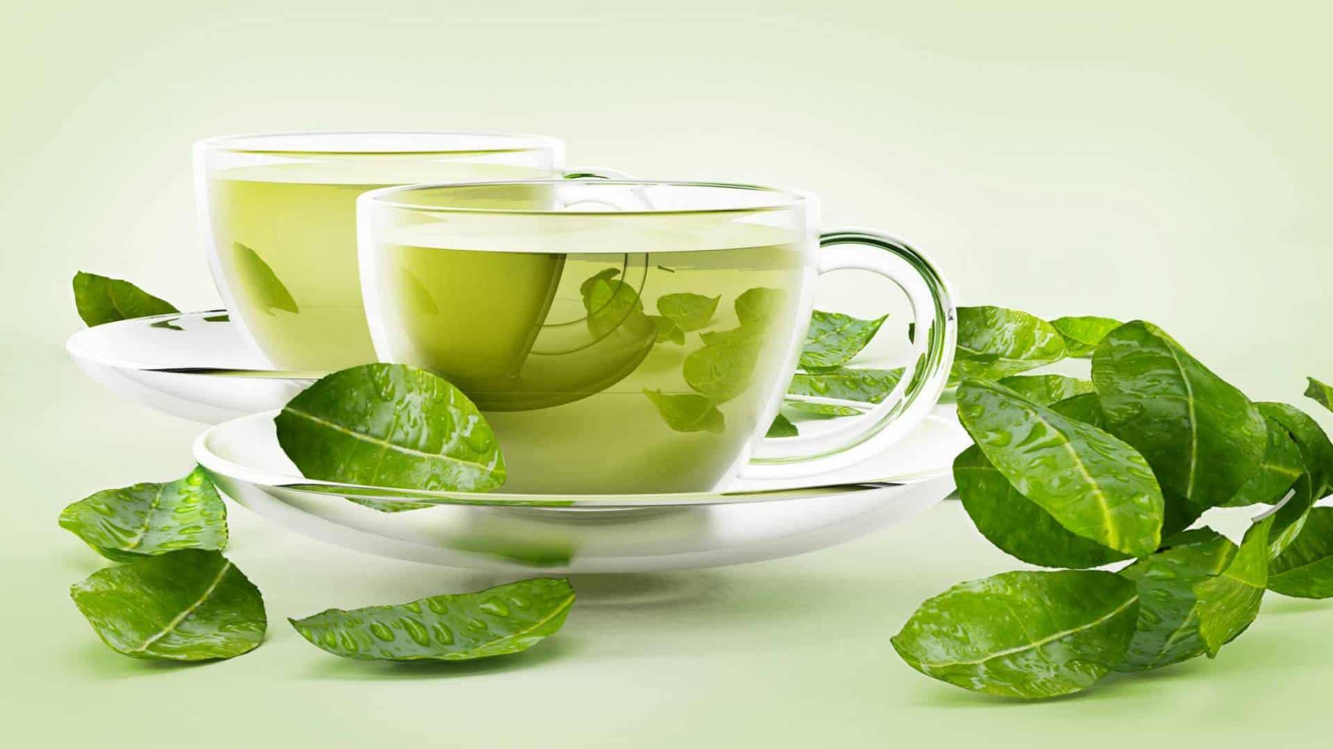 اصنعي مقشر الشاي الأخضر لتنعيم وتفتيح الجسم