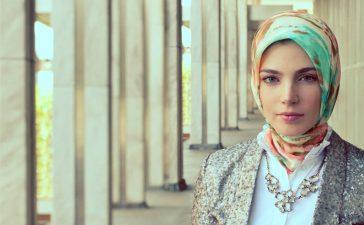 هكذا عليك تنسيق لون حجابك مع ملابسك
