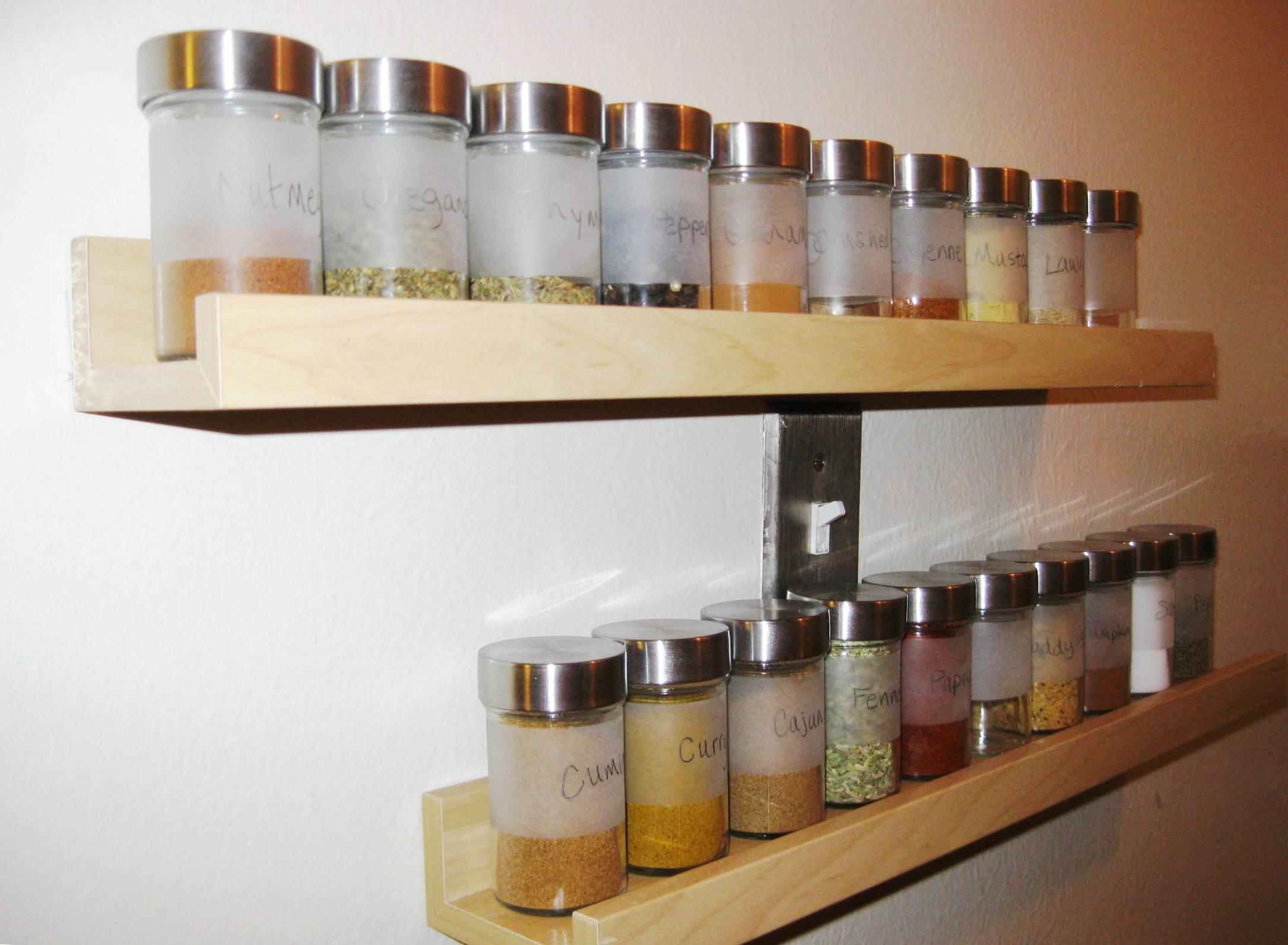 أفكار مبتكرة وعملية لترتيب التوابل في المطبخ