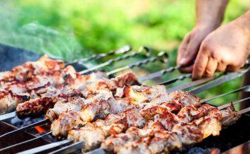 كيفية تجهيز اللحم المشوي على الفحم بالزبادي