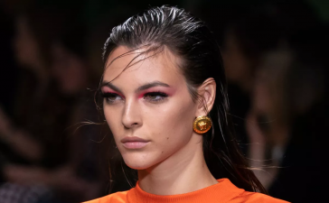 مكياج عيون باستيل ملون من عروض أزياء صيف 2020