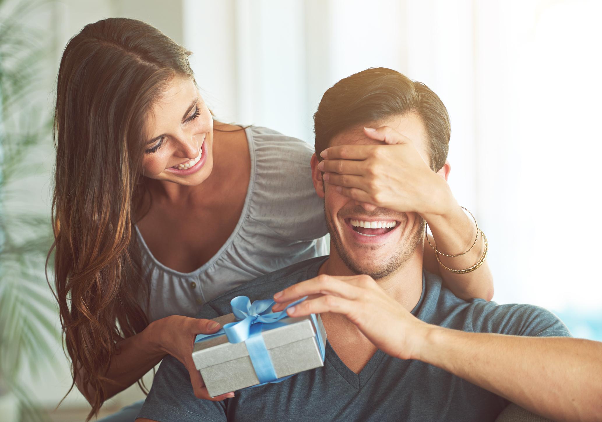 أفكار هدايا رجالية أنيقة وعملية اختاري منها الأفضل لذكرى زواجك!