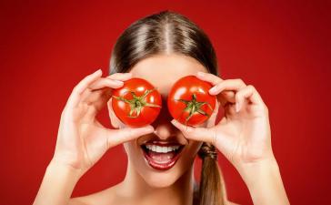 كيف تعالجين حبوب الشباب بالطماطم فقط