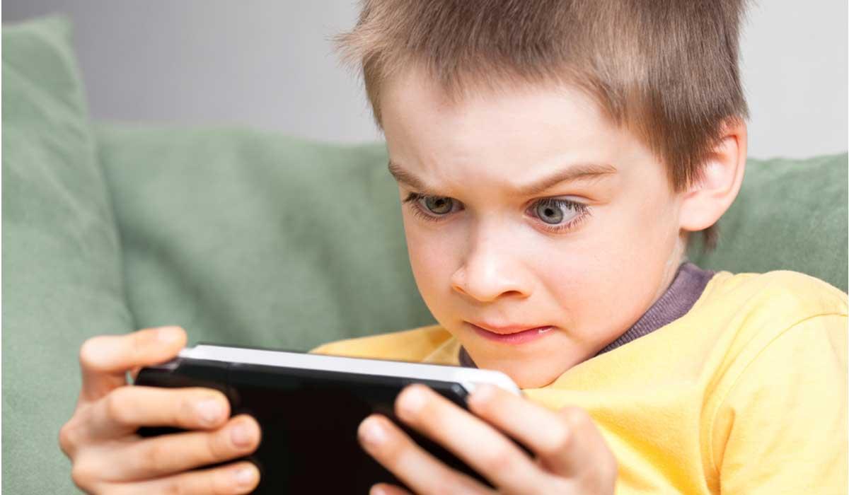 4 سلوكيات تدل على أن طفلك بحاجة للمساعدة