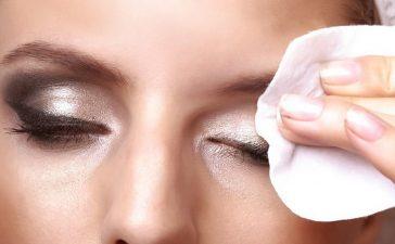 4 نصائح لتنظيف العيون من المكياج بشكل فعال