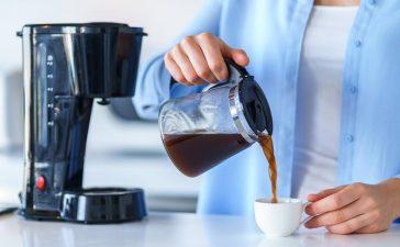تنظيف آلة صنع القهوة