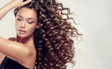5 أقنعة عليك تطبيقها إذا كنت تملكين شعرا مجعدا