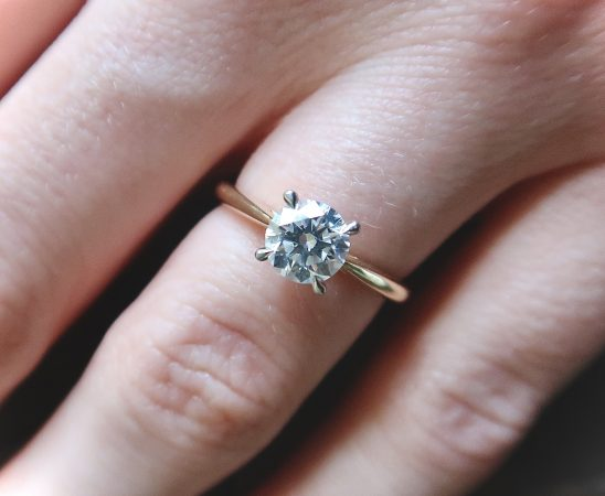 تنظيف خاتم من الألماس