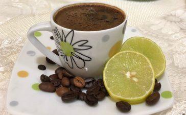 مشروب القهوة بالليمون