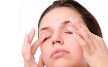 وصفات طبيعية تخلصك من علامات تعب العيون