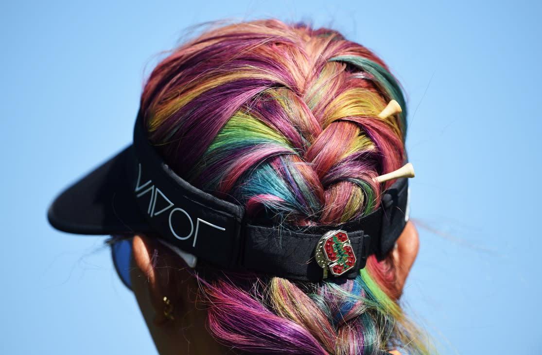 الشعر الملون في فصل الصيف
