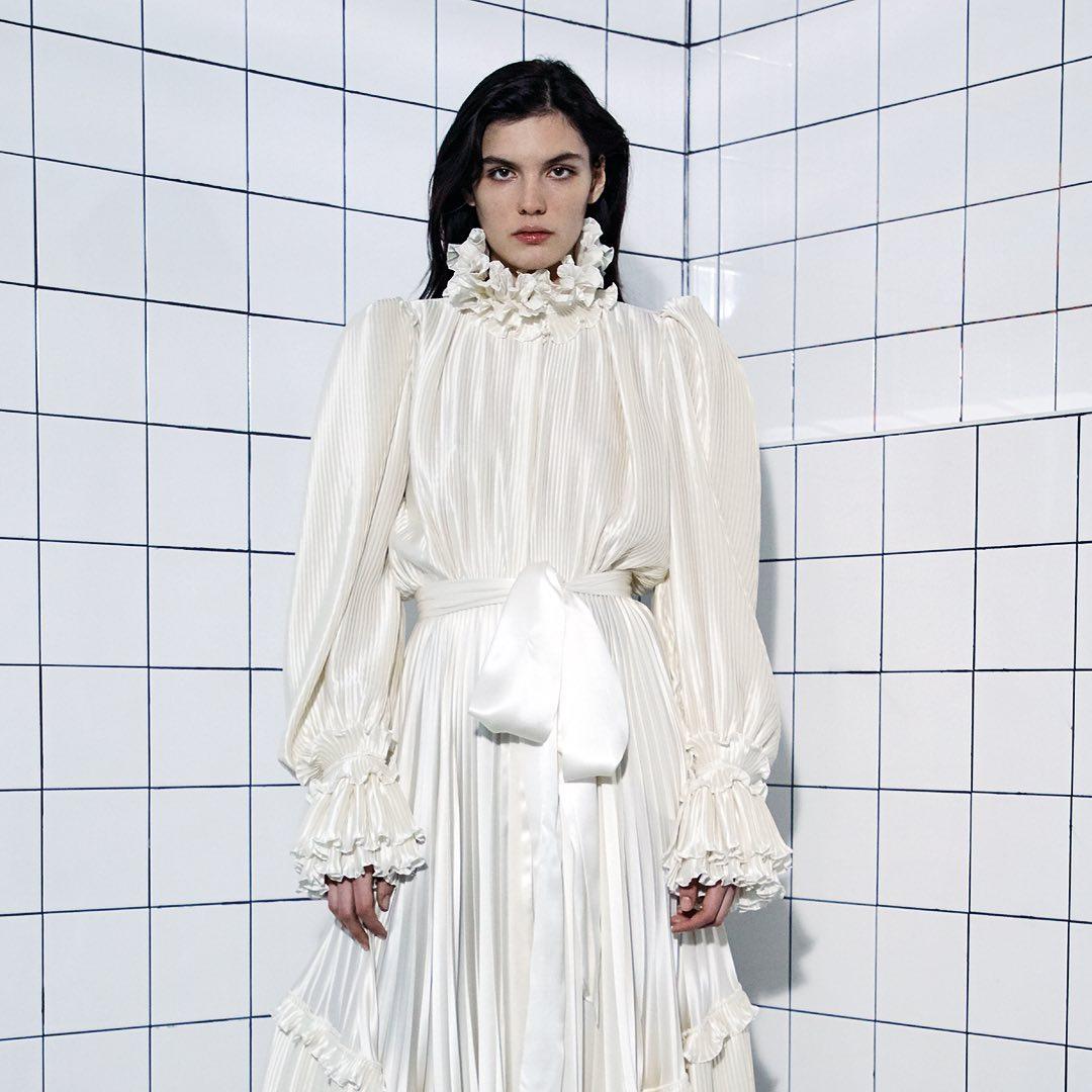 الفستان من علامة Alexandre Vauthier