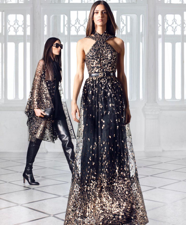 فستاني طويل باللون الأسود بقصة منسدلة